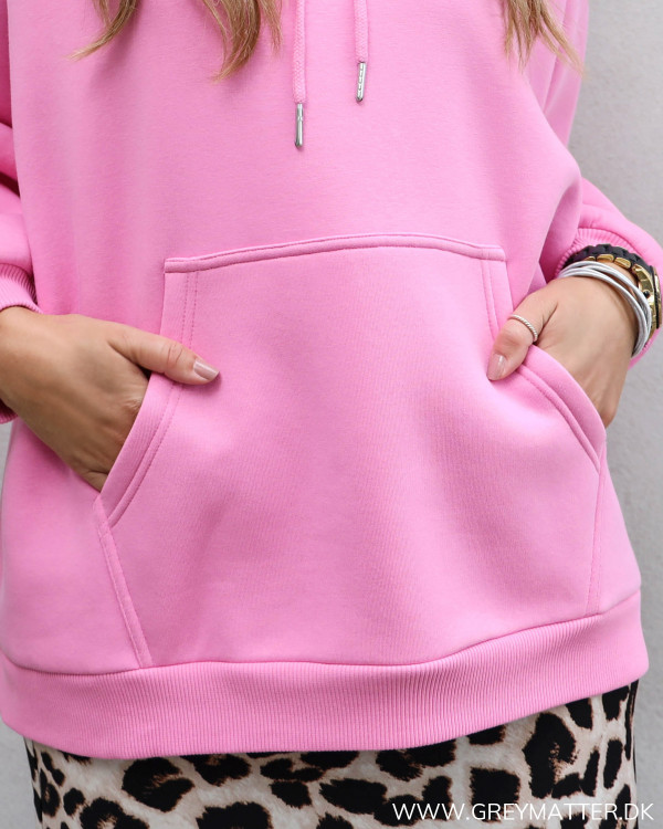 Neo Noir sweatshirt med lomme foran