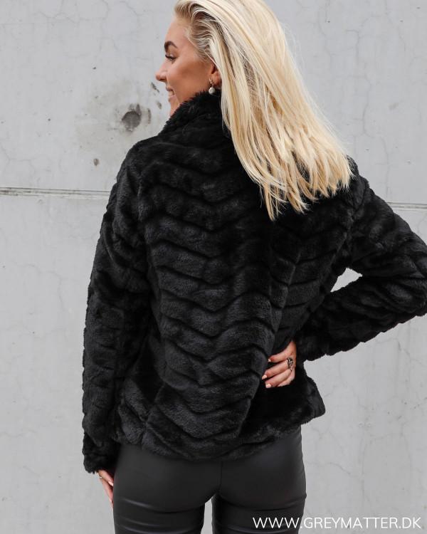 Sort jakke fra Vila i Faux Fur
