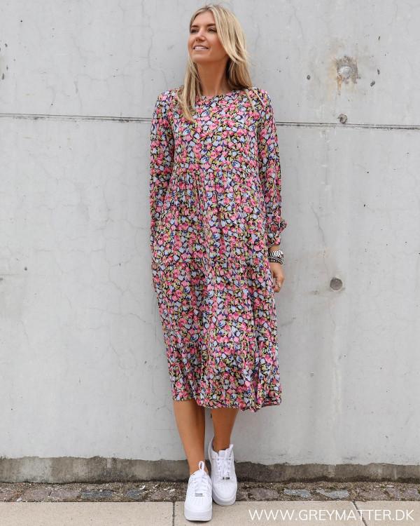 Pieces kjole med print i lyserøde farver
