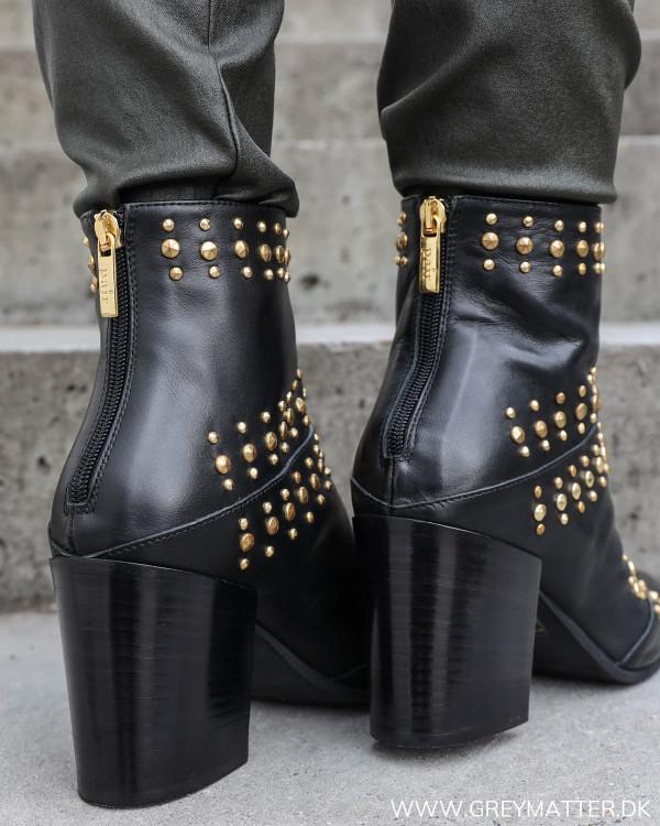 Sorte støvler til damer fra Apair med cool nitter