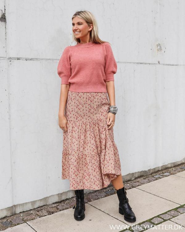 Neo Noir abi strik bluse stylet med Vila nederdel og Apair støvler