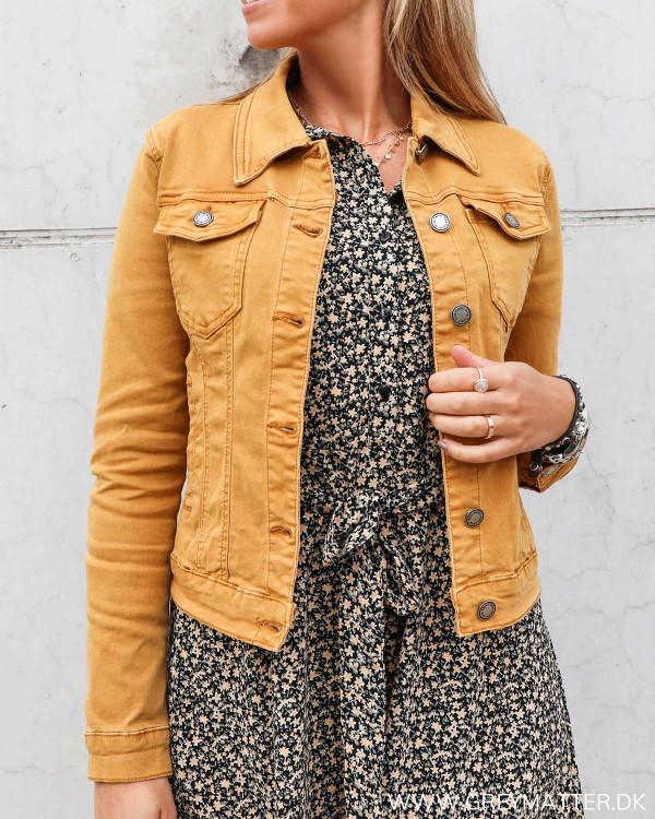 Lulu jakke i moutarde farve