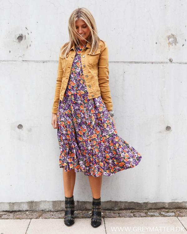 Jakke til udover kjoler i modefarven moutarde