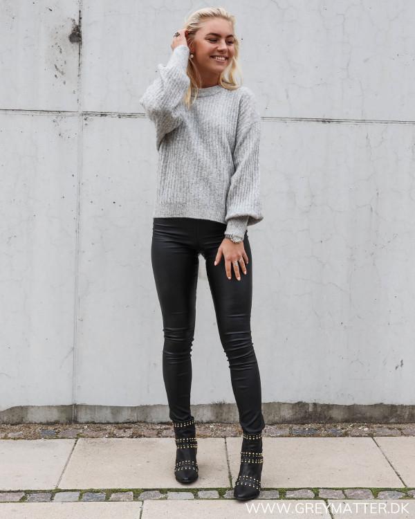 Neo Noir grå strik stylet med vicommit leggings
