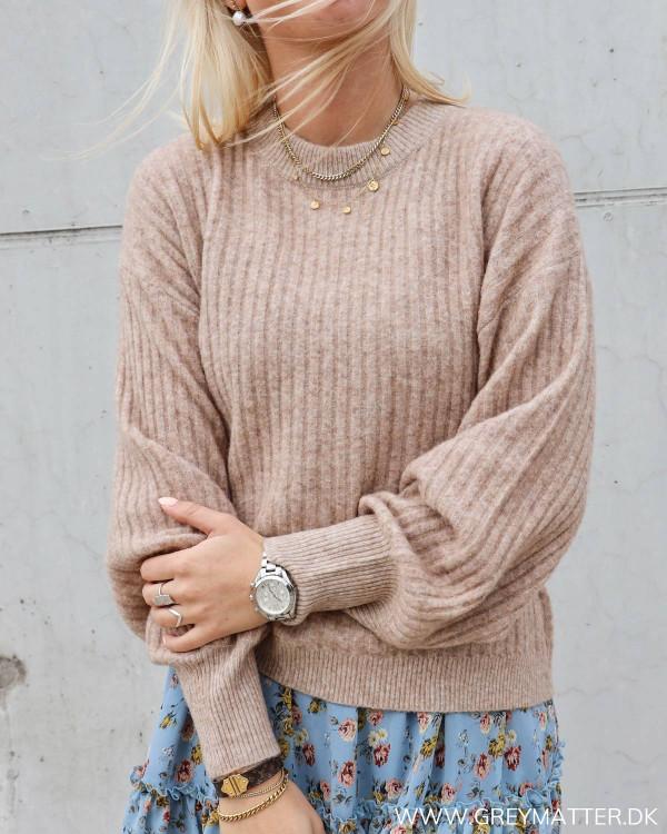 Strik trøje til kvinder i beige fra Neo Noir