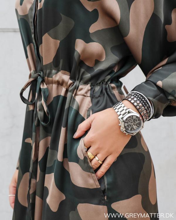 Lækker kjole i camouflage print fra Karmamia