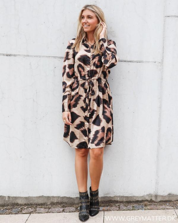 Karmamia big leo kjole stylet med Apair nittestøvler