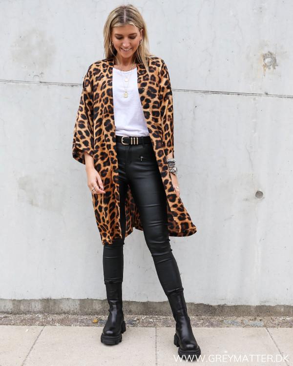 Karmamia kimono med leopard print