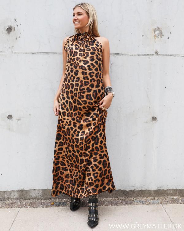 Karmamia lang kjole i leopard print