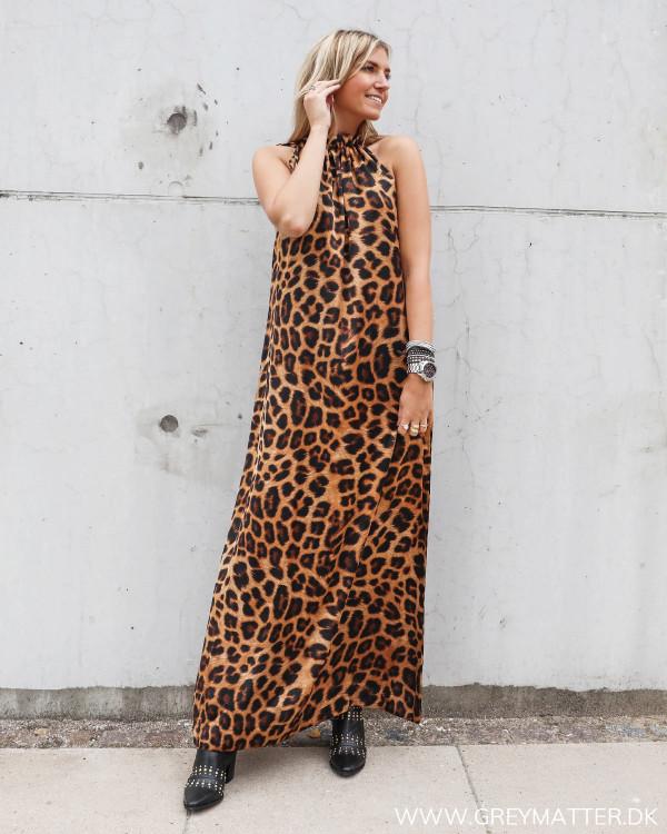 Karmamia Simone kjole med leo print