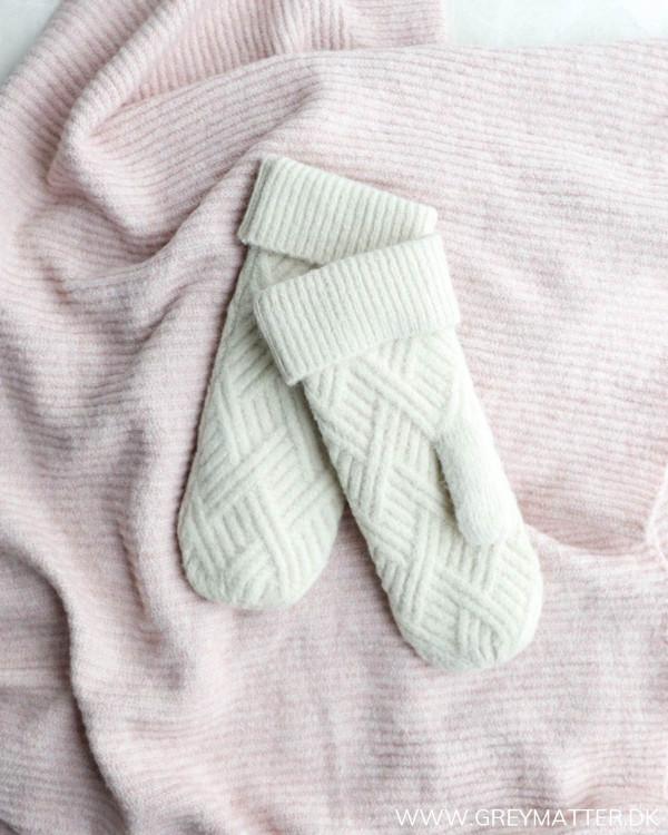 Pcsarika Whitecap Gray Mittens