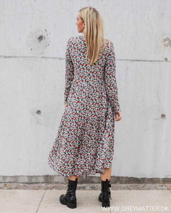 Pieces kjoler med print hos Grey Matter Fashion