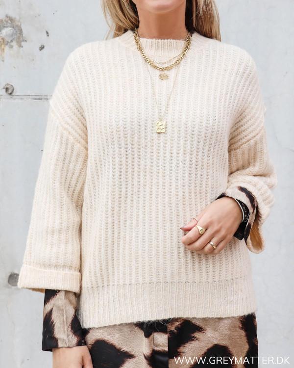 Sweater fra YAS stylet med leopard print fra Karmamia