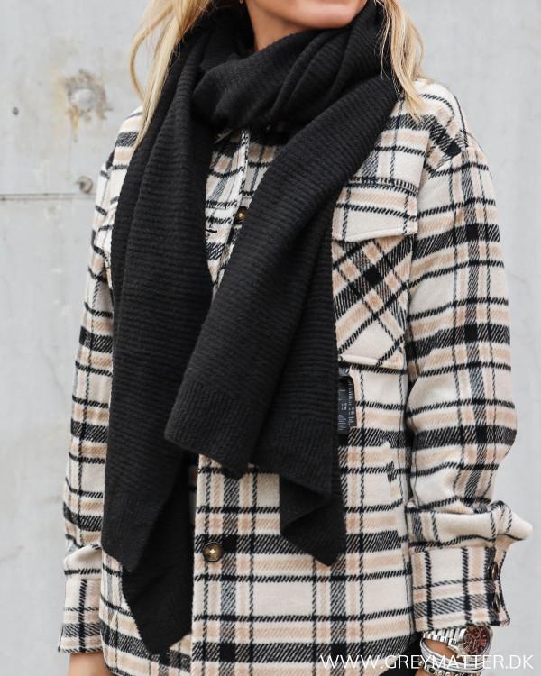 Sort blødt tørklæde fra Pieces til damer