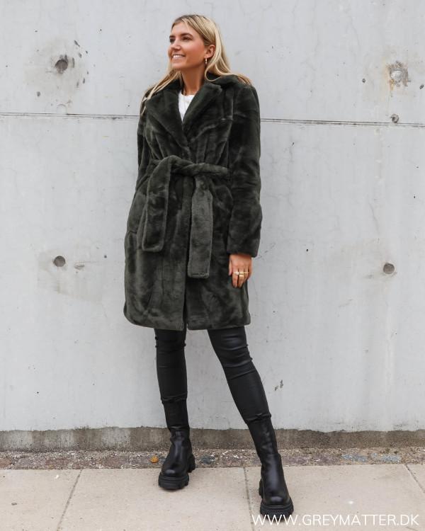 Faux fur frakke til damer i smuk grøn farve
