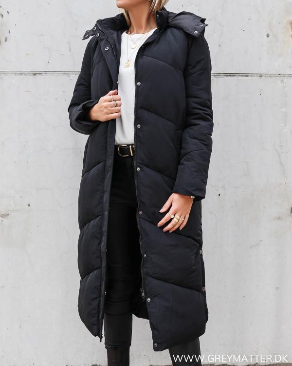 Taran frakke fra Neo Noir i sort klassisk stil