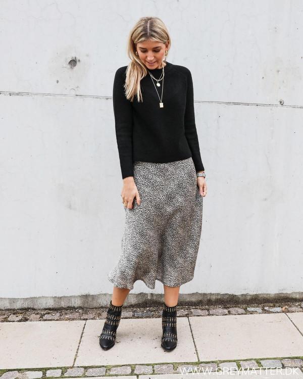 Bovary skirt fra Neo Noir, stylet med sort strik fra Pieces