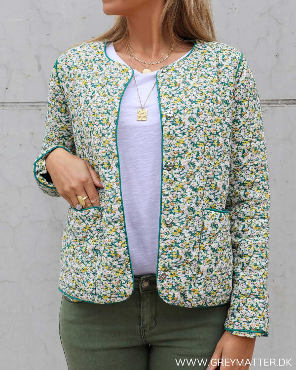 Pieces quilted jakke med grønne farver