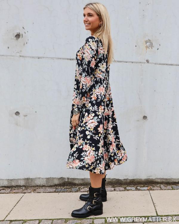 Smuk Pieces kjole med blomsterprint