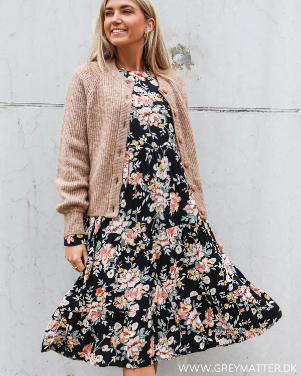 Cardigan stylet med smuk Pieces kjole