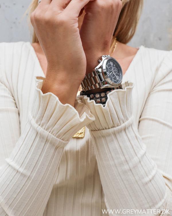 Pieces bluse med flæser ved håndled