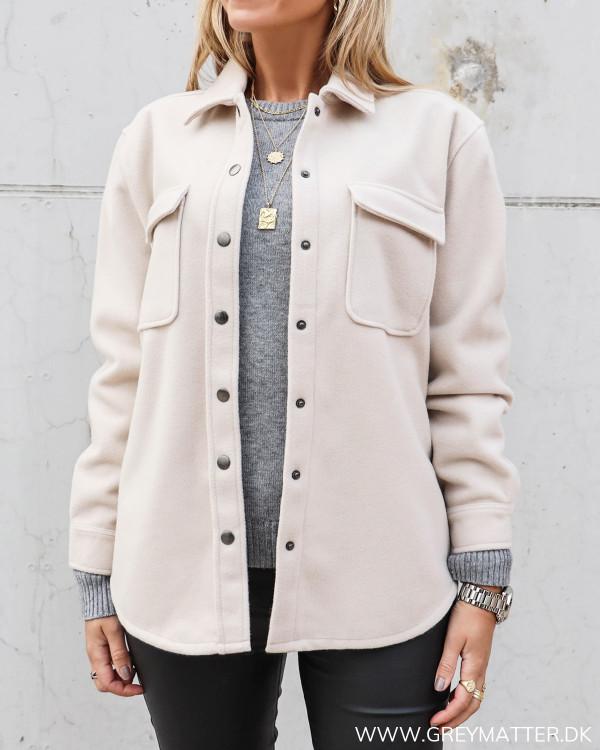 Lys jakke til damer fra Vila