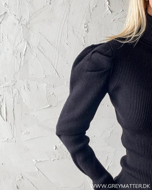 Vila sort bluse med puf på skulder