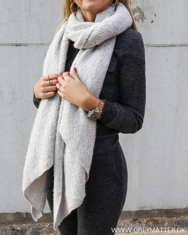 Lysegråt tørklæde fra Grey Matter