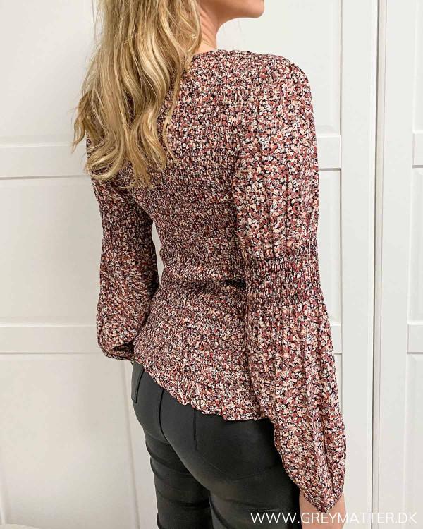 Tætsiddende bluse til damer fra Pieces