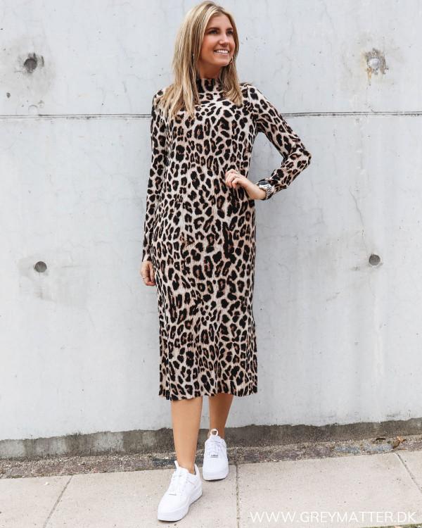 Leopard print kjole fra Neo Noir