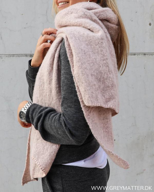 Tørklæde til damer fra Pieces i lyserød