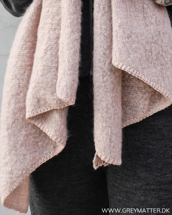Tørklæde fra Pieces i lyserødt
