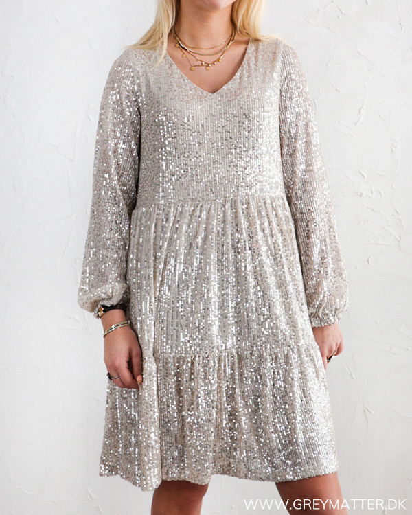 Fest kjole fra Pieces i silver shine