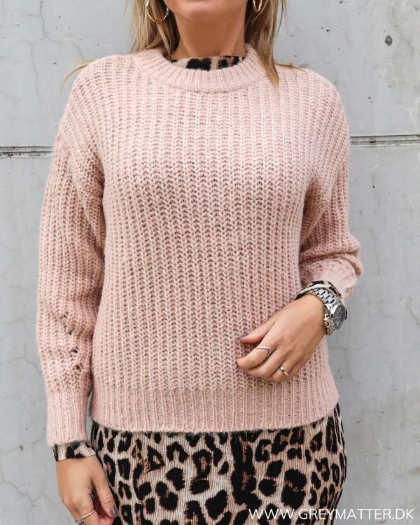 Smuk lyserød sweater til damer fra Vila