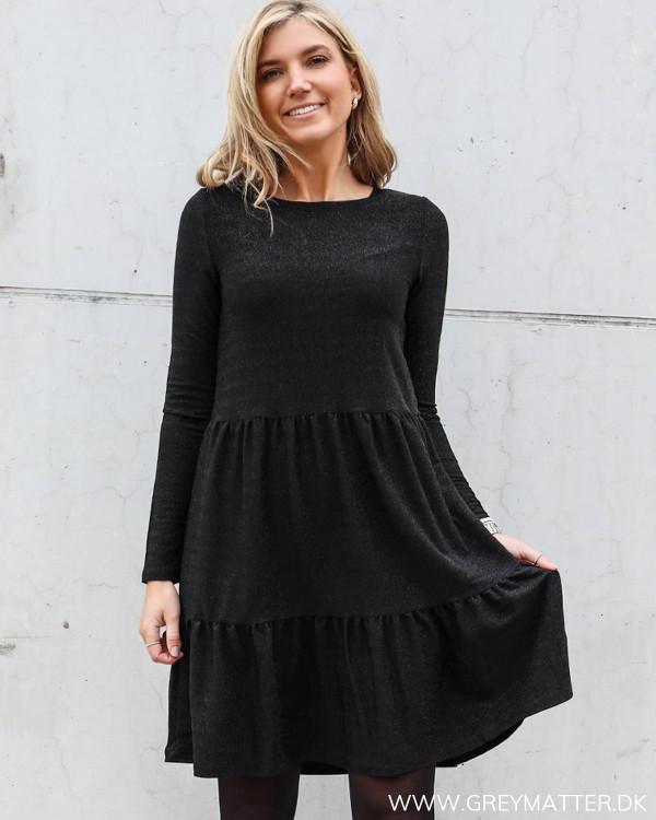 Vila glimmer kjole med rund hals og langt ærme