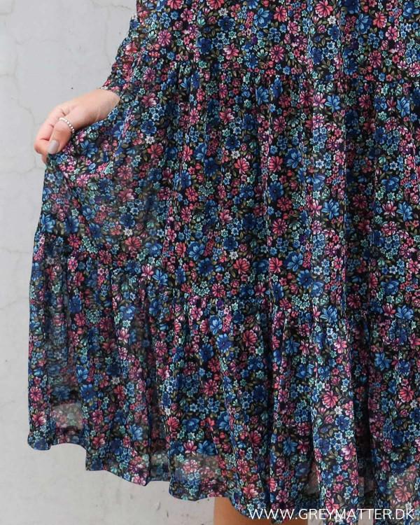 Vila vidavis kjole med blomsterprint