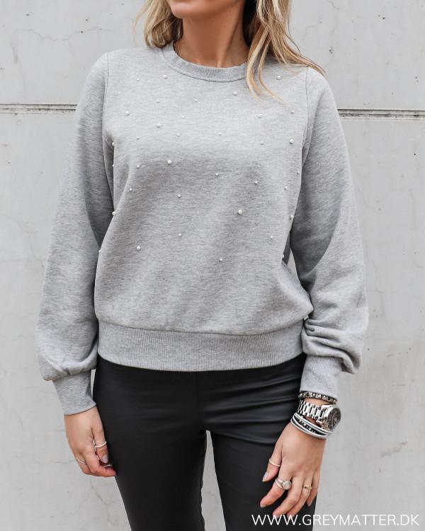 Sweatshirt til damer med perler på