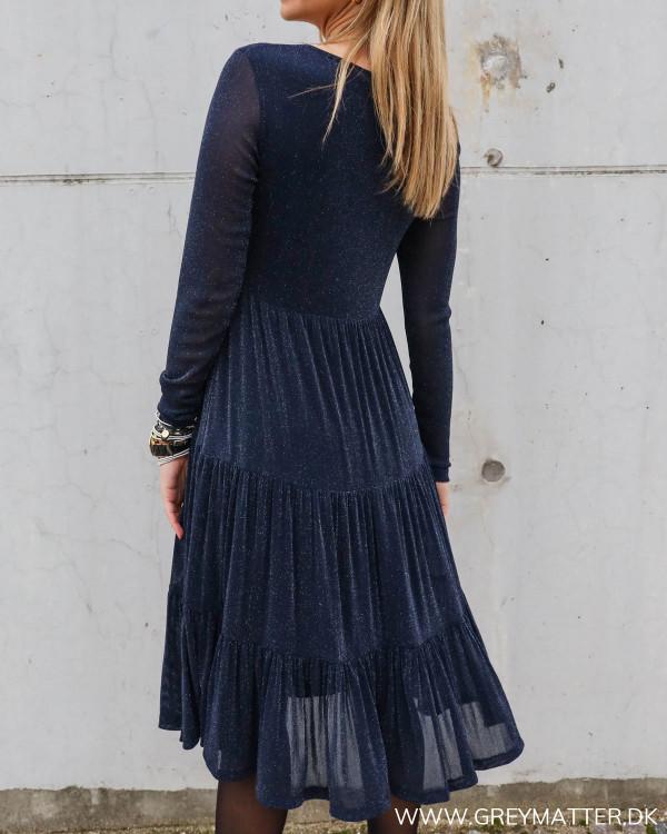 Kjole i suk blå farve med glitter fra Vila