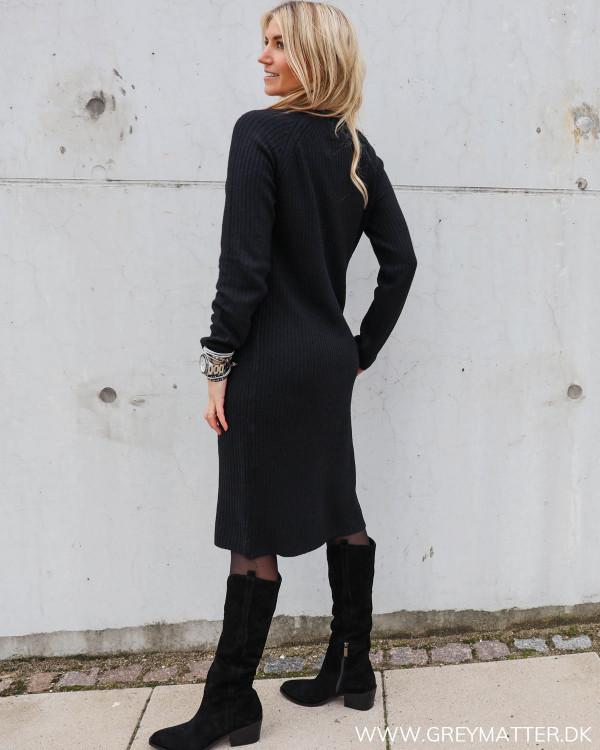 Sort kjole fra Pieces hos Grey Matter
