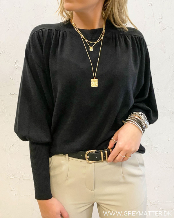 Violivinja Black Shoulder Knit Blouse