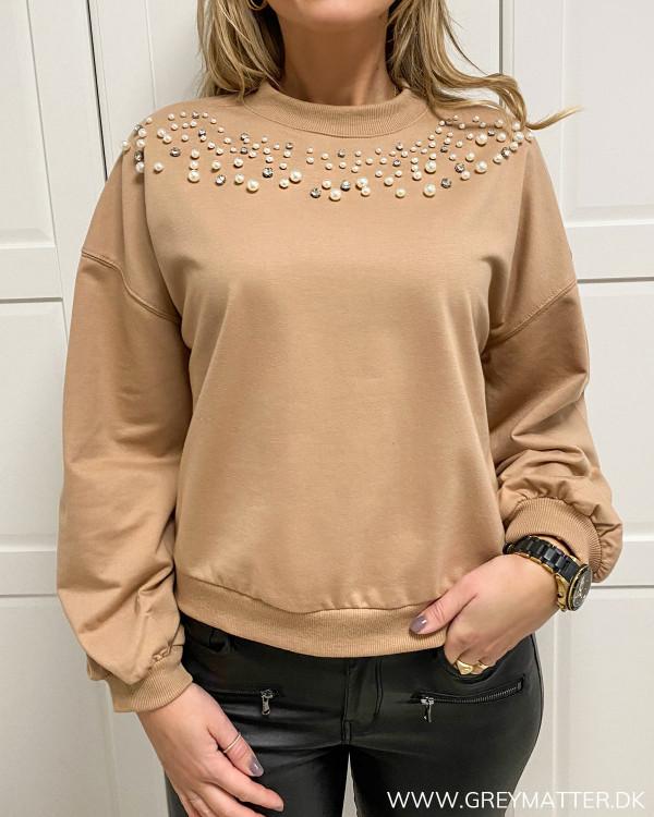 Sweat blouse med trendy perler