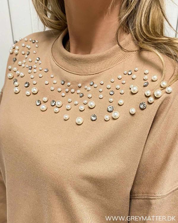 Sweat bluse med perler foroven til damer