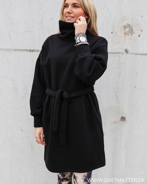 Sweat kjole i sort fra Only
