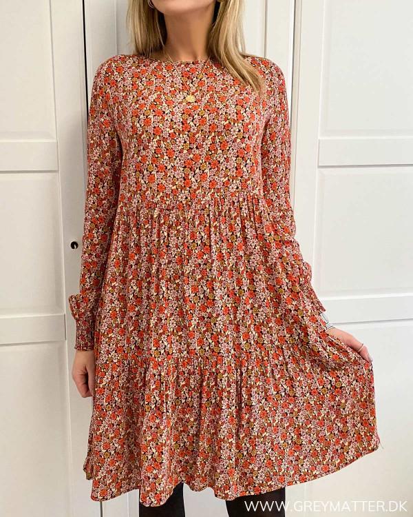 Lækker kjole fra Pieces i smuk rød farve