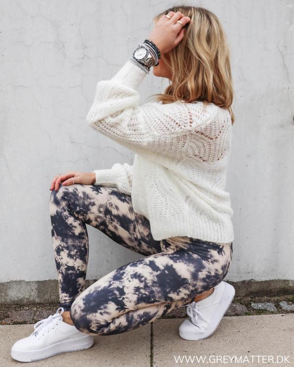 Sporty leggings til damer stylet med oversized sweater