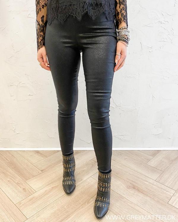 Fest bukser med glimmer i sort til damer