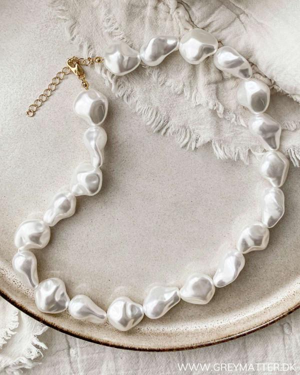 Halskæde med store perler fra Pieces