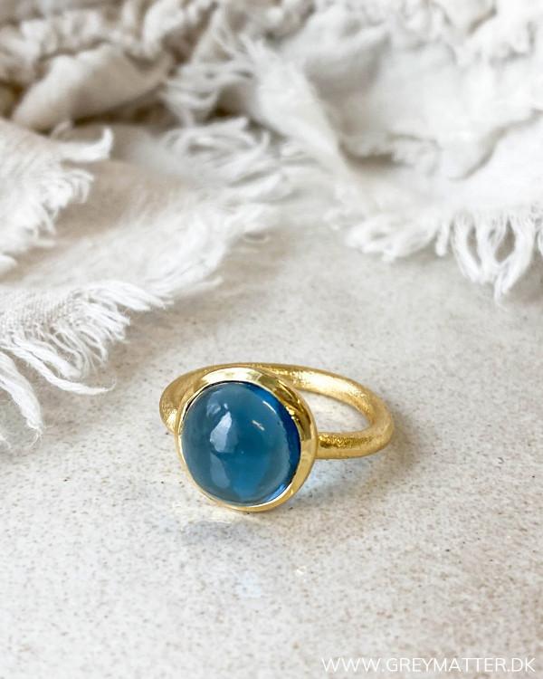 Blå ring med guldbelagt