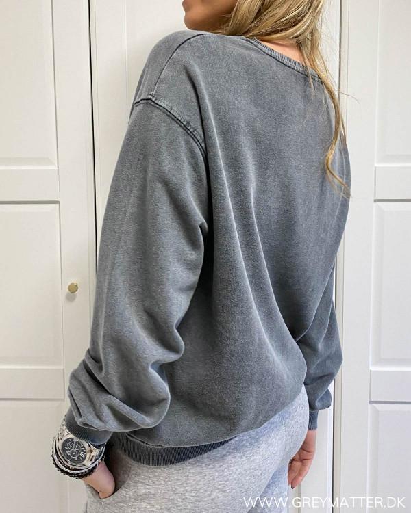 Tiger sweatshirt fra Pieces i washed kvalitet