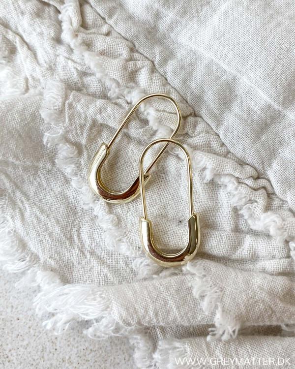 Golden Minimalism Pin Earring